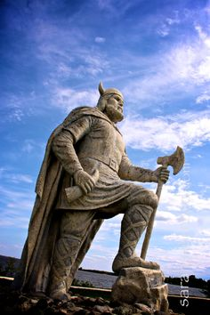 A Noble Viking statue stands on the shores of Lake Winnipeg looking toward the town of Gimli in the Province of Manitoba, Canada, a reminder of the town's historic Icelandic background. O Canada, Canada Travel, Lake Winnipeg, All About Canada, Canadian Things, Viking Life, Iceland Travel, Travel Europe, Norse Vikings