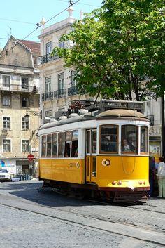 A piedi, in bici, e con il famoso tram 28, percorreremo insieme le sue strade, fino alla storica Belem e alla parte più moderna dell'Expo, e non ci faremo mancare nulla, né agli occhi né al palato. http://www.jonas.it/vacanza_lisbona_1218.html