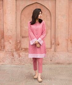 Best 12 SPRING/SUMMER' 🌸Embrace soft colours with grace & style. Order our Tea Pink Chicken Kari Kameez now. Swipe ➡️ to see the price. Pakistani Fashion Casual, Pakistani Dresses Casual, Pakistani Dress Design, Indian Dresses, Indian Outfits, Indian Fashion, 80s Fashion, Tunic Designs, Designs For Dresses