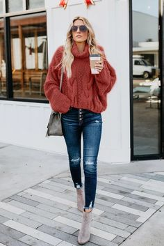 The cozy sweater your closet has been craving Sweater Fashion, Sweater Outfits, Sweater Making, Casual Fall Outfits, Stylish Outfits, Two Piece Dress, Cable Knit Sweaters, Chunky Sweaters, Streetwear Fashion