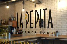 La Pepita Burger Bar nace con un claro objetivo, REVOLUCIONAR LA HAMBURGUESA TRADICIONAL. Restaurantes en Vigo, Ourense, Pontevedra, A Coruña y Madrid.