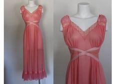 Vintage 1960s Pink Night Gown / Vintage 1960s Lingerie