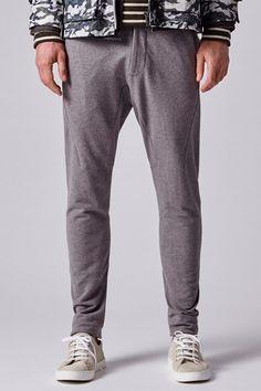 Tendencias hombre primavera 2018  Pantalones jogger  47f57c5990a