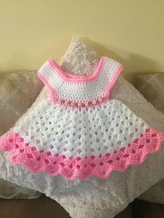 Vestido de bebé de ganchillo