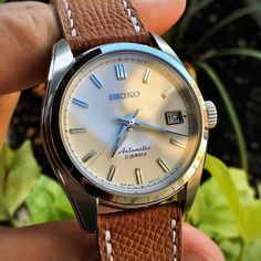 "580 mentions J'aime, 14 commentaires - The Watcherist (@thewatcherist) sur Instagram : ""It's a beautiful #2FingerFriday and #FlectoFriday here, and the Seiko SARB035 has made a point of…"""
