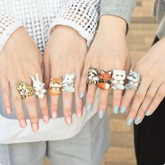 Charming Three-Piece Rings Make It Look Like Your Favorite Animal Is Hugging Your Finger - animal rings - Cat Jewelry, Animal Jewelry, Jewelry Crafts, Jewelery, Jewelry Accessories, Fimo Ring, Polymer Clay Ring, Polymer Clay Crafts, Jewellery Shop Design