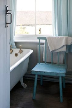 Annie's Rustic Cottage Inspiration | Home Trends Magazine Rustic Country Furniture, Building Renovation, Trends Magazine, Old Farm Houses, Rustic Cottage, Cottage Interiors, Home Trends, Cottage Design, Modular Homes