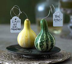 Herbstlicher Gruß auf dem Tisch - Tische herbstlich dekorieren 1 - Living at home