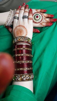Fulfill a Wedding Tradition with Estate Bridal Jewelry Silk Bangles, Bridal Bangles, Bridal Jewelry, Gold Jewellery, Whatsapp Dp, Bridal Chuda, Mehndi Art Designs, Girls Hand, Bangle Set