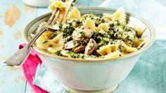 Pinaattinen kanakastike on helppo tehdä. Pasta Salad, Potato Salad, Potatoes, Tasty, Food And Drink, Ethnic Recipes, Drinks, Drinking, Potato