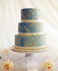 Vintage Blue Wedgewood China-Inspired Cake | https://www.theknot.com/content/top-most-amazing-wedding-cakes-of-2013