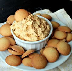 Pumpkin Pie Dip 1 can pure pumpkin puree 1 container Cool Whip 1 packet vanilla instant pudding Dash of cinnamon and nutmeg, to taste Mix and chill for 30 minutes. Serve with graham crackers, animal crackers, etc.
