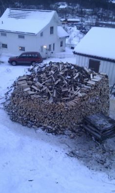 This is a Norwegian Wood pile. Puns aside, this is actually an ingenious stacking method.