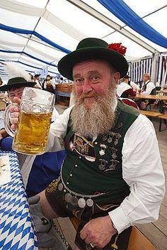 Viejo hombre en traje de Baviera, Oktoberfest, Munich, Baviera, Alemania, Europa