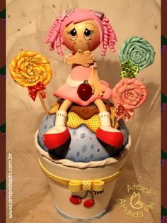 cupcake + curso artesanato alvorada RS + cupcake E.V.A Foam Crafts, Diy Crafts, Cupcake Crafts, Frosting Techniques, Cupcakes, Lalaloopsy, Clay Dolls, Diy Food, Christening
