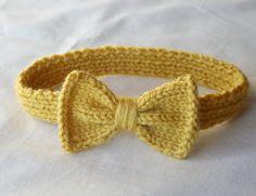 So cute! Knitted headband for little girls.