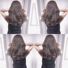 洗練した極上の大人グレージュ ご予約メニューはケアカラーでお願いします #shima#honeymagazine #ungrid #アングリッド#マウジー#moussy#snidel #スナイデル#マウジー#大人muse#ビューティー#スキン#美肌#美髪#美容#theory #スーパーフード Medium Hair Cuts, Medium Hair Styles, Curly Hair Styles, Natural Hair Styles, Korean Long Hair, Korean Hair Color, Ombre Hair, Wavy Hair, Dyed Hair