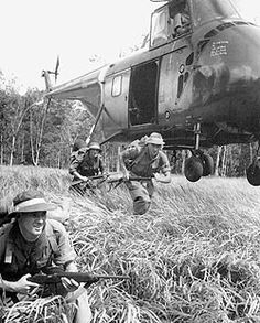 SAS in Malaya. Military Photos, Military History, Vietnam Veterans, Vietnam War, Troops, Soldiers, Malayan Emergency, Tactical Guns, British Armed Forces