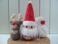 Needle Felt : Santa & reindeer Christmas Fair Ideas, Felt Christmas Decorations, Felt Christmas Ornaments, Christmas Diy, Felt Crafts, Christmas Crafts, Felt Snowman, Needle Felting Tutorials, Felt Fairy