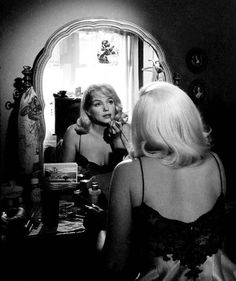 ★ The One & Only - Marilyn Monroe ★ Old Hollywood ♡ Norma Jeane ♡ Marylin Monroe, Marilyn Monroe Photos, Vintage Hollywood, Hollywood Glamour, Classic Hollywood, Hollywood Makeup, Hollywood Vanity, Inge Morath, Viejo Hollywood