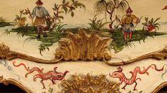 Venetian chinoiserie gilt and lacquered dresser #commode #comò #cassettone #dresser #antiques #antiquariato #furniture #mobili #chinoiserie