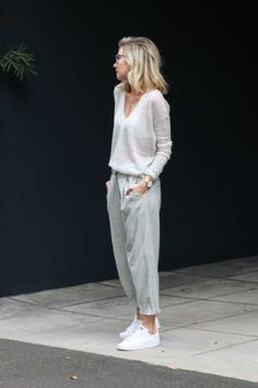 10 Ways to Wear Loungewear Every Day Source by jenpinkston clothes casual Lazy Day Outfits, Mode Outfits, Chic Outfits, Spring Outfits, Fashion Outfits, Cold Spring Outfit, Fashion Tips, Gym Outfits, Workout Outfits