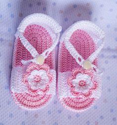 Sandalias rosas con flor de ganchillo para bebé                                                                                                                                                      Más