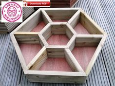 If space is an issue the answer is to use garden boxes. In this article we will show you how all about making raised garden boxes the easy way. We all want to make our gardens look beautiful and more appealing. Herb Planters, Wooden Planters, Outdoor Planters, Outdoor Gardens, Cedar Planters, Planter Ideas, Flower Planters, Diy Pallet Projects, Outdoor Projects