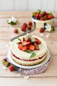 Dorian cuisine.com Mais pourquoi est-ce que je vous raconte ça... : Cheese cake aux fraises du Périgord IGP et à la noix de coco... parce qu'il est temps de profiter des fraises! Dorian Cuisine, Cheesecakes, Tea Time, Mousse, Panna Cotta, Breakfast, Ethnic Recipes, Desserts, Food