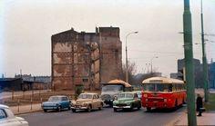 Warszawa - widok z dzisiejszego Ronda ONZ na północ na ścianę szczytową kamienicy Ciepła 6 (1967)