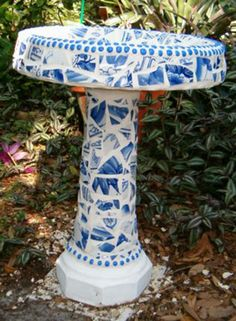 Blue White Birdbath I have enough stuff to do this, just don't want to break it up. Mosaic Birds, Mosaic Art, Mosaic Glass, Mosaic Birdbath, Mosaic Garden, Blue And White China, Love Blue, Patio Cooler, Bird Baths