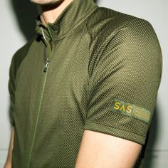 Distinguished design luxurious fabric and rugged components are the hallmarks of our highly evolved take on the classic three-pocket cycling jersey. The sets the bar high and has established