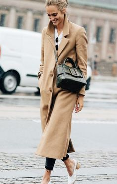 Found on http://allieellsworth.tumblr.com/post/153915329699/vogueably-streetstyle