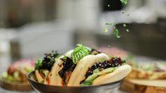 Steamed buns med svineribbe og rødkål Steamed Buns, Ciabatta, Sushi, Ethnic Recipes, Food, Essen, Meals, Yemek, Eten