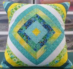 Stitch and Flip Tutorial: Easy Potholder Patchwork Quilt, Patchwork Cushion, Quilted Pillow, Quilting Tutorials, Quilting Projects, Sewing Projects, Applique Cushions, String Quilts, Easy Quilts