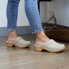 Maja Wood Open Back Beige Leather Clogs Beige, Clogs Shoes, Leather Clogs, Latest Fashion Clothes, Kai, Friday, Platform, Footwear, Night