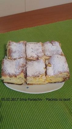 O placinta pufoasa, vanilata si aromata, cu foi pentru placinta din comert sau facute in casa. O reteta ieftina Köstliche Desserts, Delicious Desserts, Dessert Recipes, Yummy Food, Romanian Desserts, Romanian Food, Pastry Cake, Something Sweet, Cookie Recipes