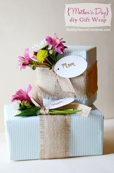 DIY Gift Wrap with Lilies is a beautiful way to embellish gifts! This easy tutorial will show you how to use flowers to make gifts have that special touch. Creative Gift Wrapping, Wrapping Ideas, Creative Gifts, Unique Gifts, Pretty Packaging, Gift Packaging, Flower Packaging, Craft Gifts, Diy Gifts