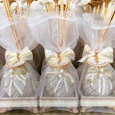 Mimos prontos ! Lembrança de formatura. #Difusor #DifusorDeVaretas #difusoresdeambiente #difusorpersonalizado #formatura #formaturaodontologia #formaturaodonto #lembrança #lembrancadeformatura #lembrançadecasamento #LembrançaDeMaternidade #pérolas #personalizados #detalhes #decor #decoração #varetas #varetasDeRosas #VaretasDecoradas #wedding #mimo #lindo #luxo #dourado #AtelieMariVenancio