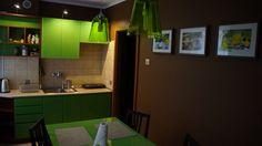 Kuchnia z pełnym wyposażeniem i miejscem do spożywania posiłków dla 4 osób  http://www.apartamenty-krakow.com/nocleg/apartament-pomaranczowy/