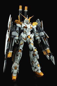 1/100 Full Armor Unicorn Gundam Gold Psycoframe - Painted Build Modeled by fengjiedong