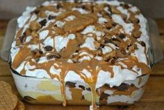 This Peanut Butter Cookie Lasagna is a no-bake dessert. The layers of Nutter Butters, pudding, whipped cream, peanut butter and candy is irresistible! Peanut Butter Cookie Lasagna, Peanut Butter Cup Cheesecake, Nutter Butter Cookies, Peanut Butter Recipes, Cookie Pie, Cool Whip Cookies, Yummy Treats, Sweet Treats, Yummy Food