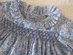 bleu japonais - kankan&co Girls Smocked Dresses, Little Girl Dresses, Blouse Liberty Fille, Couture Bb, Punto Smok, Smocking Plates, Smoking, Heirloom Sewing, Liberty Fabric