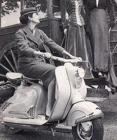 NSU Prima D original photo Vespa Girl, Scooter Girl, Motor Scooters, Sidecar, Vintage Ladies, Vintage Cars, Chopper, Classic Style, Motorcycle
