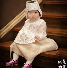 돌잔치를 장식하는 화려한 레이스한복♥  so cute!