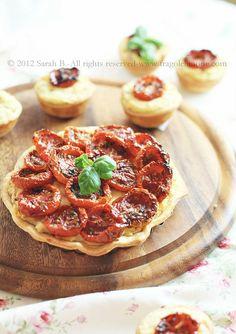 crostatine di pomodorini al forno con formaggio e patate