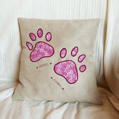 """Kissen mit """"Pfotenabdruck"""" Throw Pillows, Bed, Applique Pillows, Toss Pillows, Cushions, Stream Bed, Decorative Pillows, Beds, Decor Pillows"""