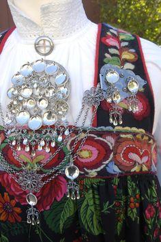 Closeup of a Norwegian Bunad.Frihåndsbrodert hallingbunad from Nesbyen, Norway . Scandinavian Embroidery, Scandinavian Folk Art, Folk Costume, Costumes, Norwegian Clothing, Norwegian Style, Thinking Day, Bridal Crown, Beautiful Patterns
