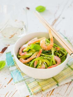 This prawn and zucchini pasta is a delicious, simple and very satisfying mid-week meal. It's a great low carb and SIBO friendly lunch, dinner or supper. Smoked Salmon Blinis, Roasted Carrots And Parsnips, Zucchini Pasta Recipes, Hearty Beef Stew, Creamy Rice, Gf Recipes, Low Fodmap, Clean Eating