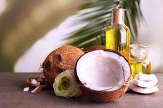 Olej kokosowy kojarzony jest głównie z kuchnią. Coraz częściej znajduje on jednak zastosowanie także jako kosmetyk w naturalnej i skutecznej pielęgnacji ciała. Oto 10 pomysłów na jego wykorzystanie.